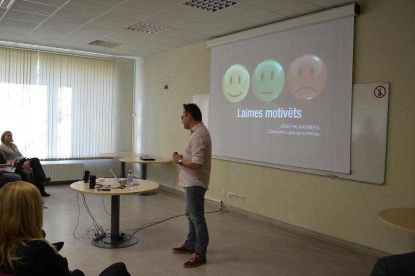 Jānis Palkavnieks stāsta Jelgavniekiem par efektīvu sociālo mediju izmantošanu komunikācijā ar klientu