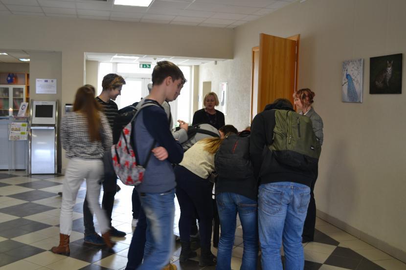 Vidusskolēni iepazīst kadetu dzīvi