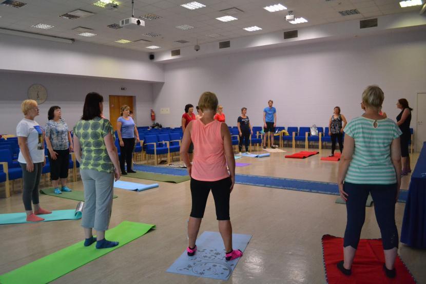 """Izglītojoša fizisko aktivitāšu programma veselības profilaksei un darbspēju uzturēšanai """"Strādā vesels!"""""""