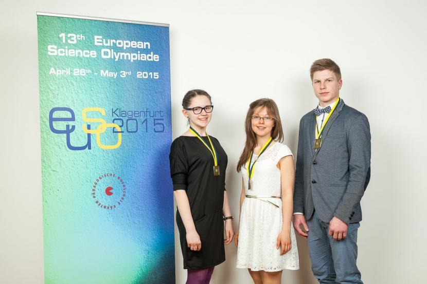 Junioru universitātes dalībnieki no EUSO 2015 pārved sudrabu un bronzu